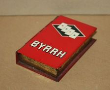 Ancienne Boite A Carte A Jouer En Tôle Lithographie Publicitaire Liqueur Byrrh - Autres Collections