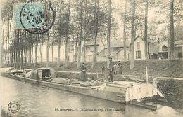 PIE 17-JM-6669 :  BOURGES. PENICHE CHALAND SUR LE CANAL DU BERRY - Bourges