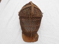 Rare Casque D Escrime 17 Et 18 Siecle Remboure Et Protection Pour Sabre Et Forte Epee - Casques & Coiffures