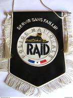 FANION POLICE NATIONALE LE RAID ETAT EXCELLENT (CANETILLE) - Police