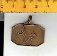 Medaille 658 - Hockey - VILLE DE KNOCKE LE ZOUTE R.U.S.T.H.B.  PAQUES 1953 - Habillement, Souvenirs & Autres