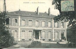 N°55208 -cpa Yvetot -la Sous Préfecture- - Yvetot