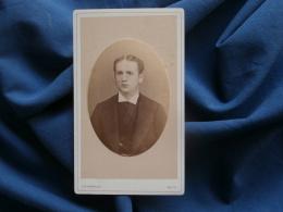 Photo  CDV J.B. Maroldt à Metz - Portrait Jeune Homme , Coiffre Raie Au Milieu Circa 1875 L329 - Anciennes (Av. 1900)