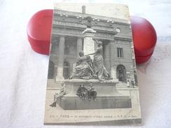 Le Monument D'Emile Augier - Statues