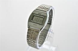 Watches : Q&Q BY CITIZEN DIGITAL MEN -   - Original  - Running - Excelent Condition - Montres Modernes