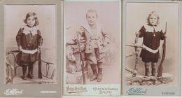 Lot 8 Photos Jeux D'enfants Poupée Carabine Fouet Cerceau Badminton Format CDV Be Dos Scannés éditeurs Divers - Albums & Collections