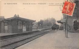 27 - EURE / Acquigny - 27581 - La Gare - Arrivée D'un Train - Léger Défaut - Acquigny