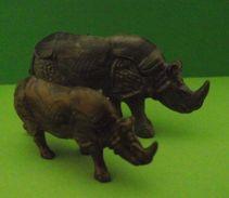Figurines (Lessive OMO) Rhinocéros Et Rhinocéron - Figurines