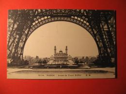 CPA  PARIS -  SOUS LA TOUR EIFFEL     CIRCULE' Oblitération  - C-  900 - Non Classés