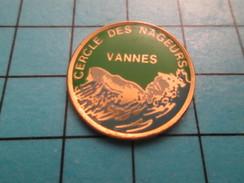 Pin2317 Pin´s Pins : BEAU ET RARE : SPORTS / NATATION CERCLE DES NAGEURS DE VANNES BRETAGNE - Swimming
