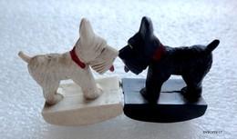 2 Figurines   - Les 2 Petits Chiens De Black & White Whisky - Aimantés - Dogs
