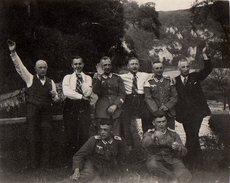 Photo Originale Guerre 1936 Gradés Allemands Et Civils Faisant Le Salut Nazi 09/1936 - Mysticisme Nazi A.K.H - Akhenaton - War, Military