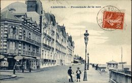 14 - CABOURG - Promenade - Marchand De Journaux - Cabourg