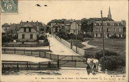 14 - BERNIERES-SUR-MER - Passage à Niveau - France
