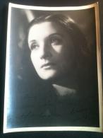 Autographe - Lucienne Delyle, Sur Photo Beau Format 18/24cm Photo Ombre Et Lumières - Autographes