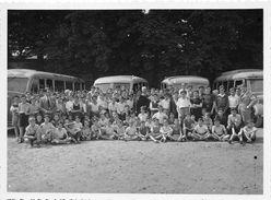 77-FONTAINEBLEAU  - PHOTO -  GROUPE D'ENFANTS POUR UN DEPART EN VACANCES - Trains