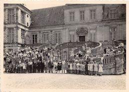 77-FONTAINEBLEAU  - PHOTO - DE GROUPE D'ENFANTS DEVANT LE CHATEAU DE FONTAINEBLAU - Trains