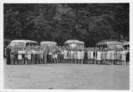 77-FONTAINEBLEAU  - PHOTO - DE GROUPE D'ENFANTS -  POUR LE DEPART EN VACANCES - Trains