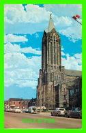 MONCTON, NEW BRUNSWICK - CATHEDRAL OF THE ASSUMPTION, ROMAN CATHOLIC - ANIMÉE VIEILLE VOITURES - - Nouveau-Brunswick