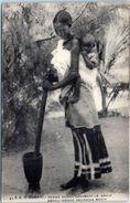 AFRIQUE -- SOMALIE --  Femme  Somali Ecrasant Le Grain - Somalie