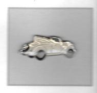 Pin´s  Automobile  V W  Coccinnelle  Blanche  Décapotable - Volkswagen