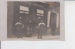 CARTE PHOTO  -  DEVANTURE DE COMMERCE  (avec Famille)  -  A DUPONT  -  CORDONNIER  - - Cartes Postales