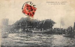 """TOULON  L'EXPLOSION DE LA """"LIBERTE""""  LA RECHERCHE DES VICTIMES  MARINE MILITAIRE  CATASTROPHE - Toulon"""
