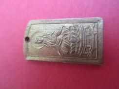 Médaille / Chinoise ? / Idéogramme /Shintoiste ? / Bronze Embouti Doré /fin XXéme Siécle ?         CAN543 - Religion & Esotérisme
