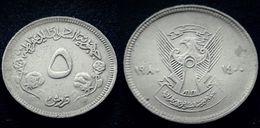 SUDAN -  5 Ghirsh - KM 58.2 - 1980 -RARE - Ribbon With Long Center . Small Value - Sudan