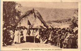 AFRIQUE -- ANGOLA --  Un Baptëme Dans Un Poste De Catéchiste - Angola
