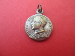 Mini Médaille  Ancienne/Pie XII / Basilique Saint Pierre De Rome / Année Sainte /1950    CAN557 - Religion & Esotérisme