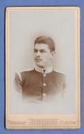 Foto JUNGER Zweistern SOLDAT IN SCHÖNER UNIFORM, Um 1900, Goldprägung, Atelier Fotograf FA-Zeibertlich In Terezine ... - Krieg, Militär