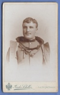 Foto JUNGER SOLDAT IN SCHÖNER UNIFORM, Um 1900, Atelier K.K.Hof-Fotograf Friedr.Schiller In Wien, Fotoformat Ca. 11 X 7 - Krieg, Militär