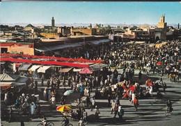 MAROC----MARRAKECH--place Djemaa El Fna--voir  2 Scans - Marrakech