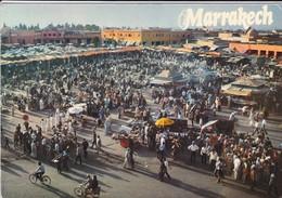 MAROC----MARRAKECH--place Djemaa El Fna---voir  2 Scans - Marrakech