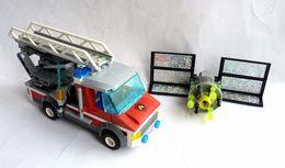 CAMION DE POMPIER Grande échelle MK 60003 + SATELLITE - LEGO 60003 - Figures