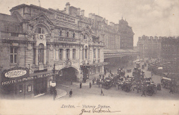 """London - Victoria Station - Vue Extérieure Animée (Restaurant """"Route To Paris & Continent) Circ 1910 - Gares - Sans Trains"""