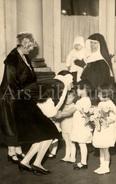 Postcard / Royalty / Belgique / Koningin Astrid / Reine Astrid / Créche Rue Du Béguinage / 1927 - Salute, Ospedali