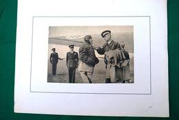 FOTO_PHOTO SU FOGLIO SEMIRIGIDO CARTONCINO_23,50 X 30-BENITO MUSSOLINI ALL'AEREOPORTO _ - Guerra, Militari