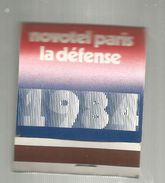 Tabac , Boite, Pochette D'ALLUMETTES, 2 Scans, Publicité, NOVOTEL , Hôtel , Paris LA DEFENSE ,1984 , Rothmans - Boites D'allumettes