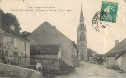 BAZOILLES SUR MEUSE - Le Bureau De Poste Et La Rue De L'église.(carte Vendue En L'état) - Other Municipalities