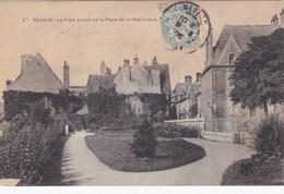 NEVERS - Le Petit Jardin De La Place De La République - - Nevers