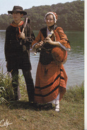 Cabrette Instrument Traditionnel Du Rouergue - La Pastourelle Groupe Folklorique Rouergat - Costumes