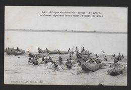 Soudan - Le Niger - Pêcheurs Réparant Leurs Filets Et Leurs Pirogues - Sudan