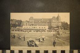 CP, 14, HOULGATE, La Plage, Le Casino Et Le Grand Hotel - Houlgate