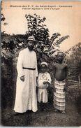 AFRIQUE -- CAMEROUN -- Famille Chrétienne à Foumban - Cameroon