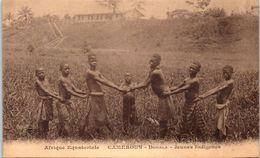 AFRIQUE - CAMEROUN - DOUALA - Jeunes Indigènes - Camerún