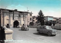 "06524 ""TREVISO -PORTA SANTI QUARANTA""  ANIMATA, AUTO 1100 FIAT TV, VERA FOTO.  CART SPED 1962 - Treviso"