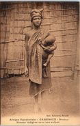 AFRIQUE -- CAMEROUN -- Douala - Femme Indigène Avec Son Enfant - Cameroon
