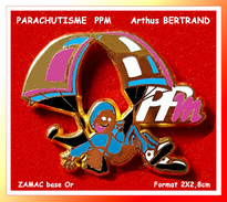 SUPER PIN´S PARACHUTISME : PPm Signé Arthus BERTRAND En ZAMAC Or, Format 2,8X2,1cm - Parachutting